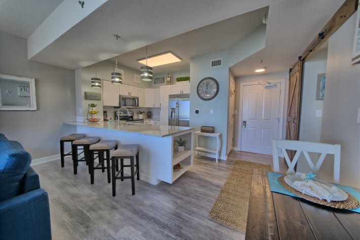 Beautiful and fully stocked kitchen with granite countertops!