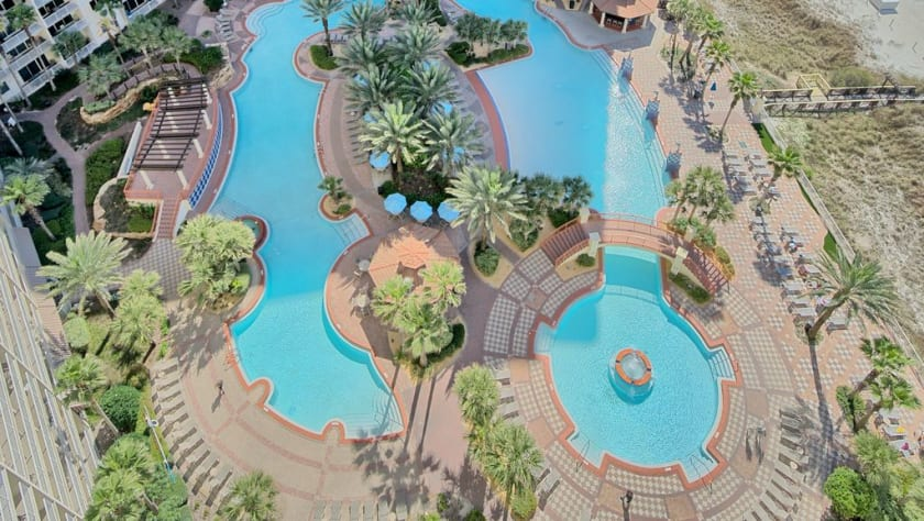 Amazing Large pool with fountains, 0 entry, and live entertainment in season