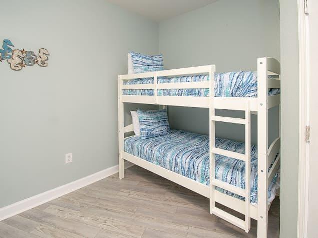 Bunkbeds in bedroom with full/queen bedroom
