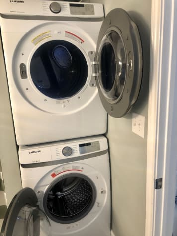 Huge NEW Washer & Dryer in 2nd Bath!