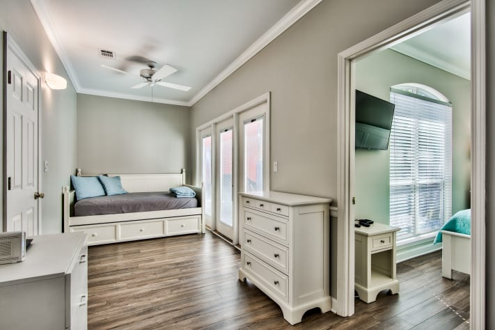 Bonus room with trundle bed