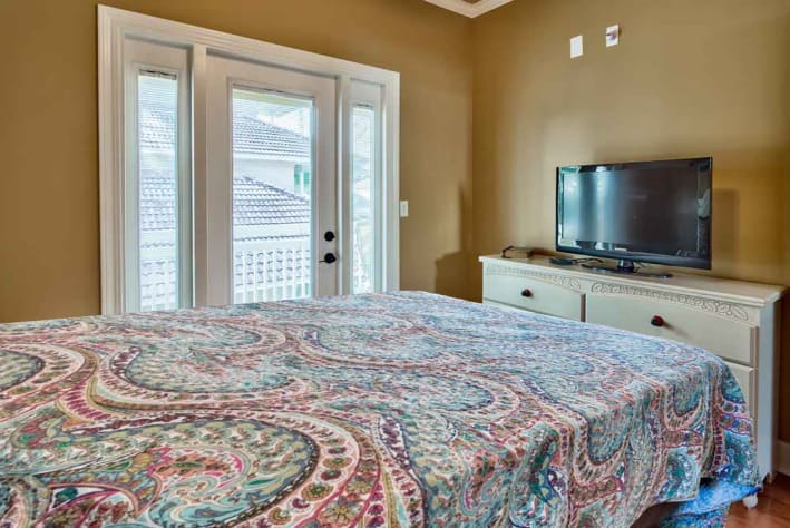 Coconut Cove at Emerald Shores - 2nd Floor Queen Room w/ HDTV and Balcony