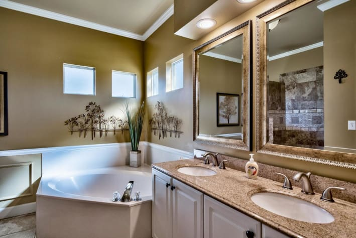 Coconut Cove at Emerald Shores - Master King Suites Private Bath w/ Soaking Tub