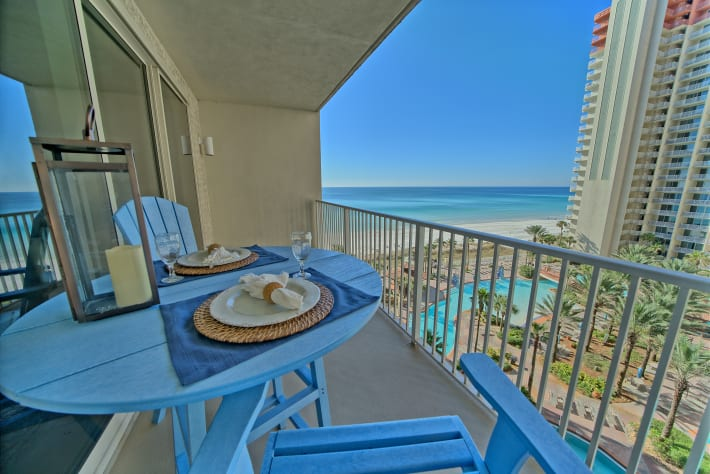 Enjoy outdoor dining while taking in the breathtaking views of the Gulf!