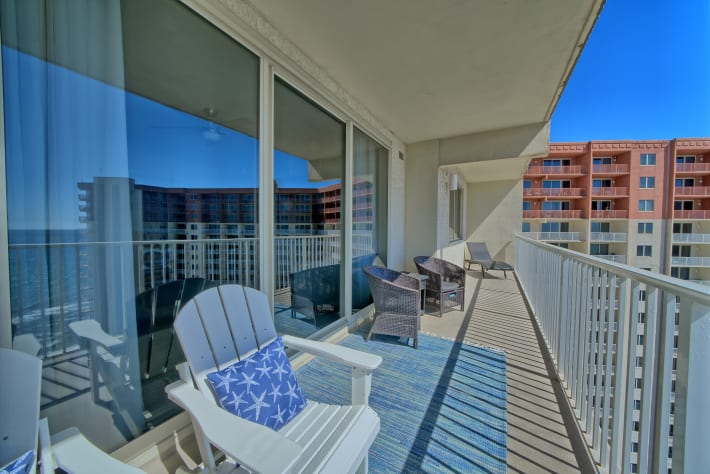 Huge balcony with comfortable seating to enjoy the view of the Gulf of Mexico!