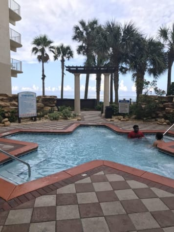 Large gulf side hot tub, next to the Tiki Bar with adult beverages