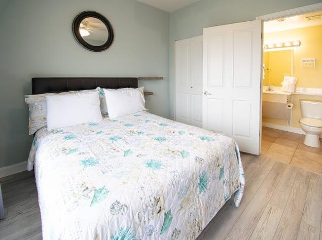 Queen bedroom with full bathroom