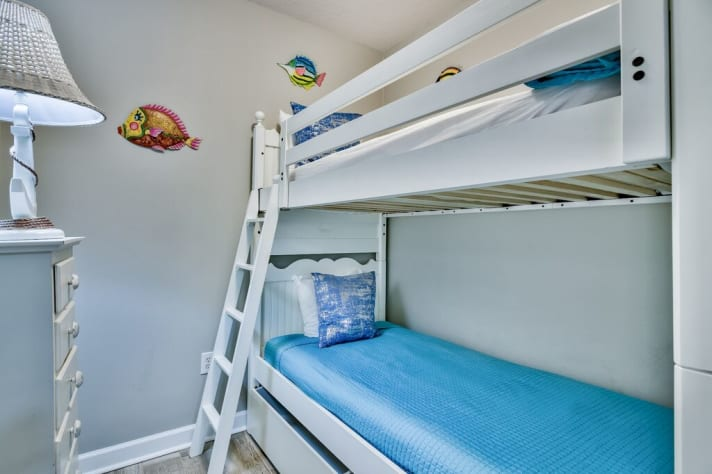 Bunk Room with Twin Beds