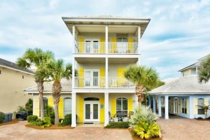 4BR 3 ½BA House in Emerald Shores