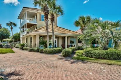 4BR 3BA House in Emerald Shores