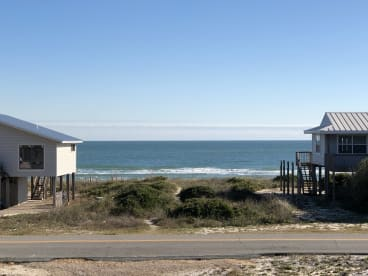 Hang Ten - Beachside - 100 steps to the sand | {{City}}, {{State}} Vacation Rental | #2