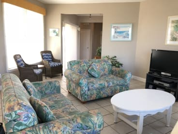 Hang Ten - Beachside - 100 steps to the sand   {{City}}, {{State}} Vacation Rental   #9