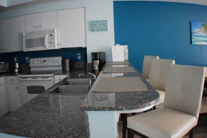 Luxury Condo, 14th floor 1BR+1bunk BR, 2BA - Thumbnail Image #9