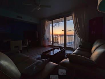 Luxury Condo, 14th floor 1BR+1bunk BR, 2BA - Thumbnail Image #4