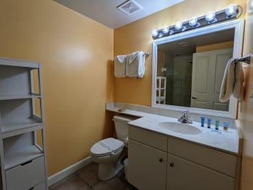 Luxury Condo, 14th floor 1BR+1bunk BR, 2BA - Thumbnail Image #16