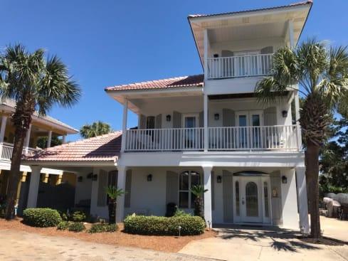 Secret Paradise - Emerald Shores, Luxury 3 story home!  Walk to the beach!
