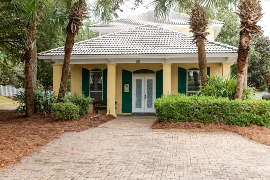 Simply Paradise, Open March and April 2018! located on the closest street to the beach! Bonus yard!
