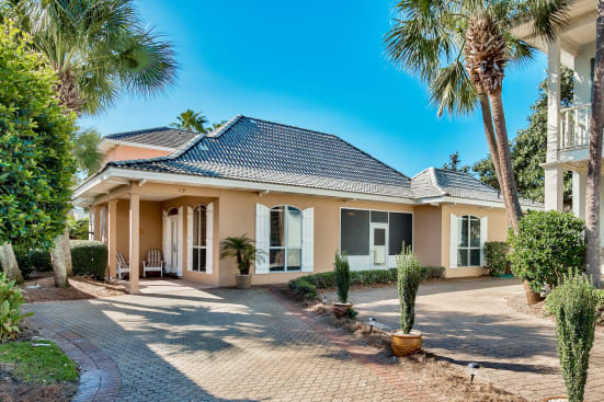"""""""Real Sandy"""" - Beach Home in Emerald Shores - Walk to Private Beach / Pavilion - Gated Community"""