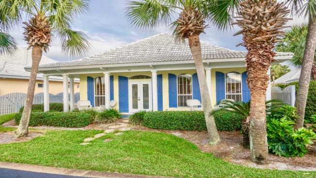 Beachy Daze ~ Snowbirds Welcome! Impressive Single Story Beach House With All The Comforts Of Home!!