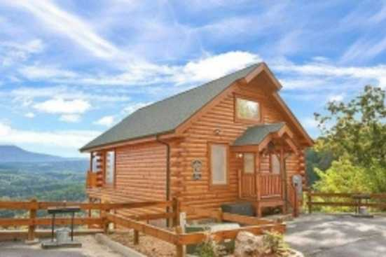 Legacy Mountain Resort - Pigeon Forge, TN Cabin Rental (1)