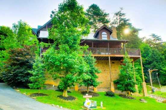 Alpine Mountain Village - Pigeon Forge, TN Cabin Rental (1)