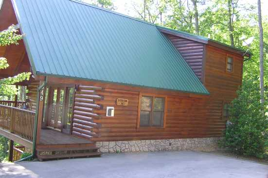 Black Bear Falls Resort - Gatlinburg, TN Cabin Rental (1)