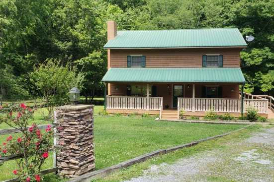 Wears Valley - Sevierville, TN Farmhouse Rental (1)