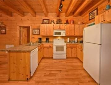 Caney Creek - Gatlinburg, TN Cabin Rental (1)