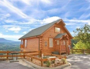 Legacy Mountain Resort - Pigeon Forge, TN Cabin Rental (1)