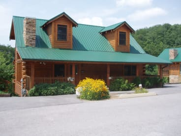 Eagles Ridge North - Pigeon Forge, TN Cabin Rental (1)