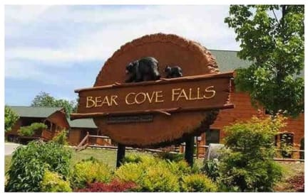 Bear Cove Falls Resort - Pigeon Forge, TN Cabin Rental (1)