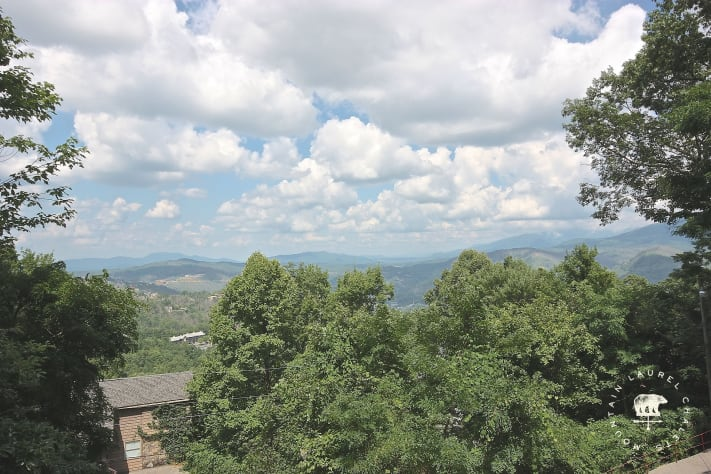 Gatlinburg, Tennessee Chalet Rental - Gallery Image #2