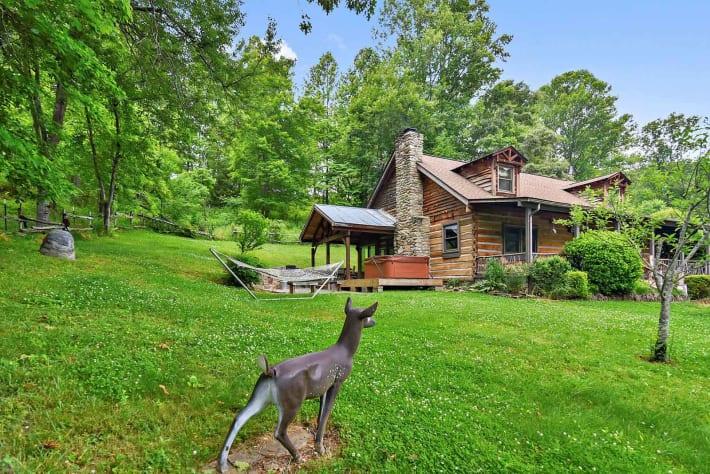 Clyde, North Carolina Cabin Rental - Gallery Image #1