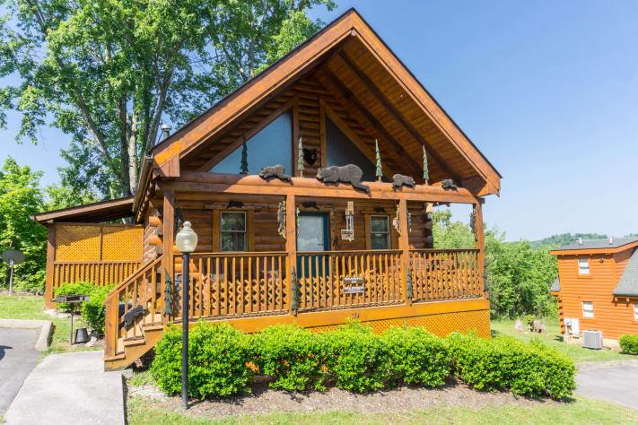 Bearific Pin Oak Resort