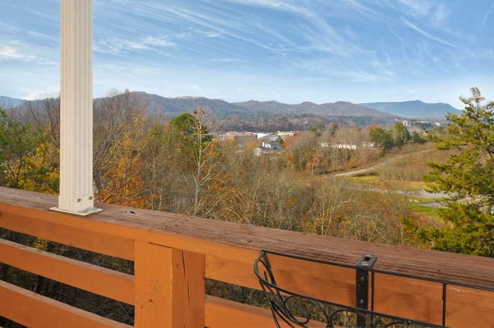 Pigeon Forge, Tennessee Chalet Rental - Gallery Image #2