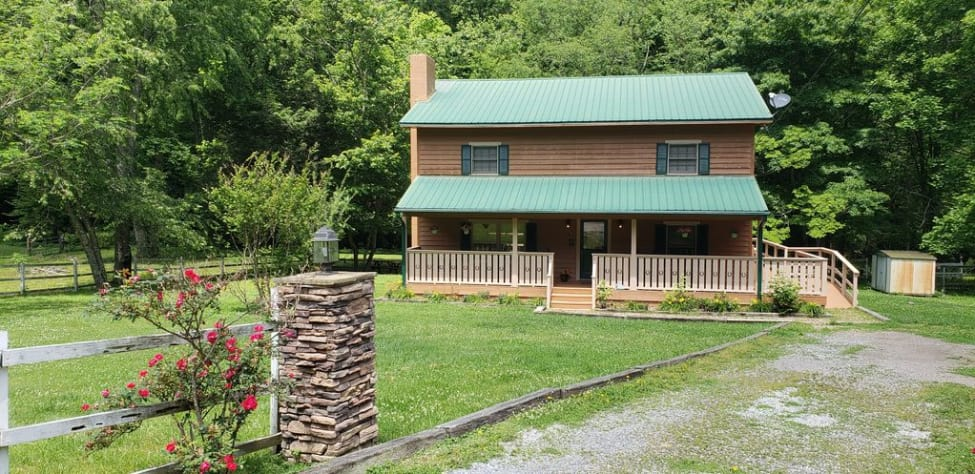 Sevierville, Tennessee Farmhouse Rental - Gallery Image #1