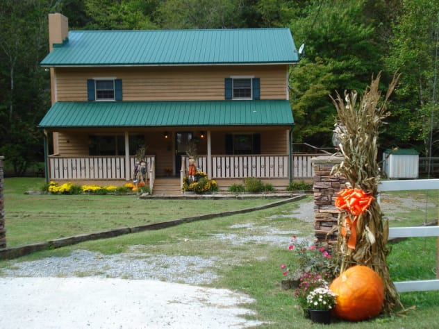 Sevierville, Tennessee Farmhouse Rental - Gallery Image #3