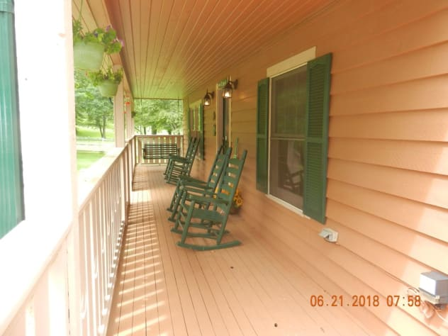Sevierville, Tennessee Farmhouse Rental - Gallery Image #5