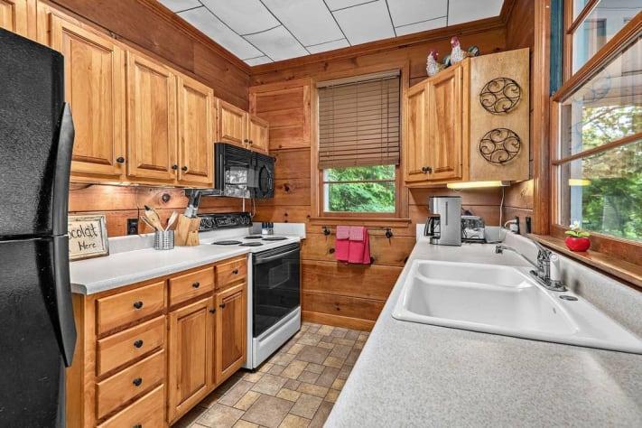 Lake Lure, North Carolina Cottage Rental - Gallery Image #5