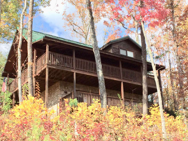 forge cabins gatlinburg in the rental pigeon movie cabin groups entertainment weddings tennessee of large room a seating theater style for