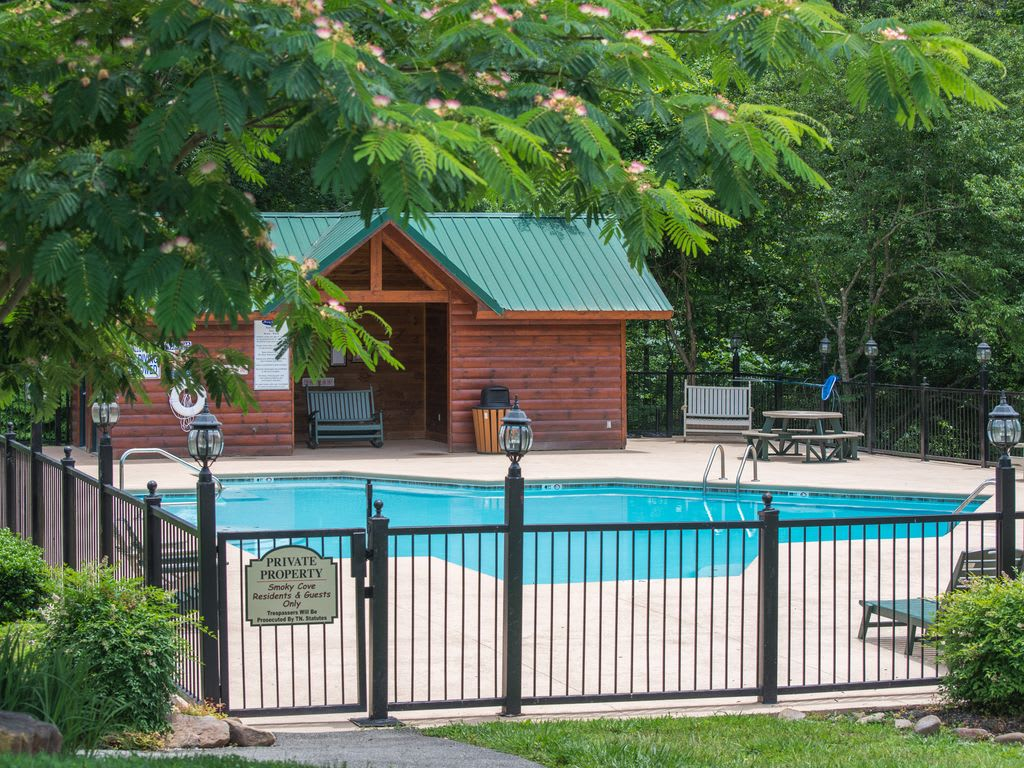 Straight from the Heart ~ - Smoky Cove   Pigeon Forge, TN Cabin Rental
