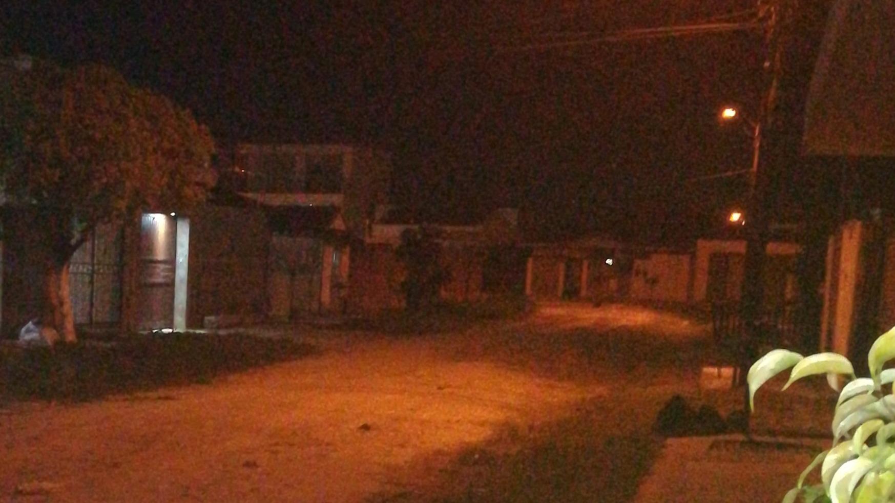 Die Straße vorm Haus gegen 21 Uhr