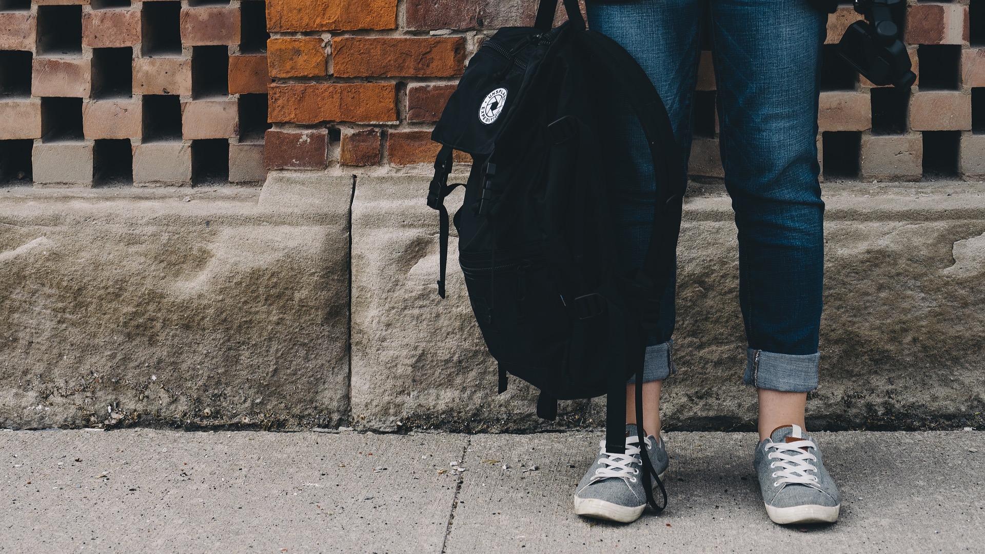 Ein Paket in einem Rucksack.