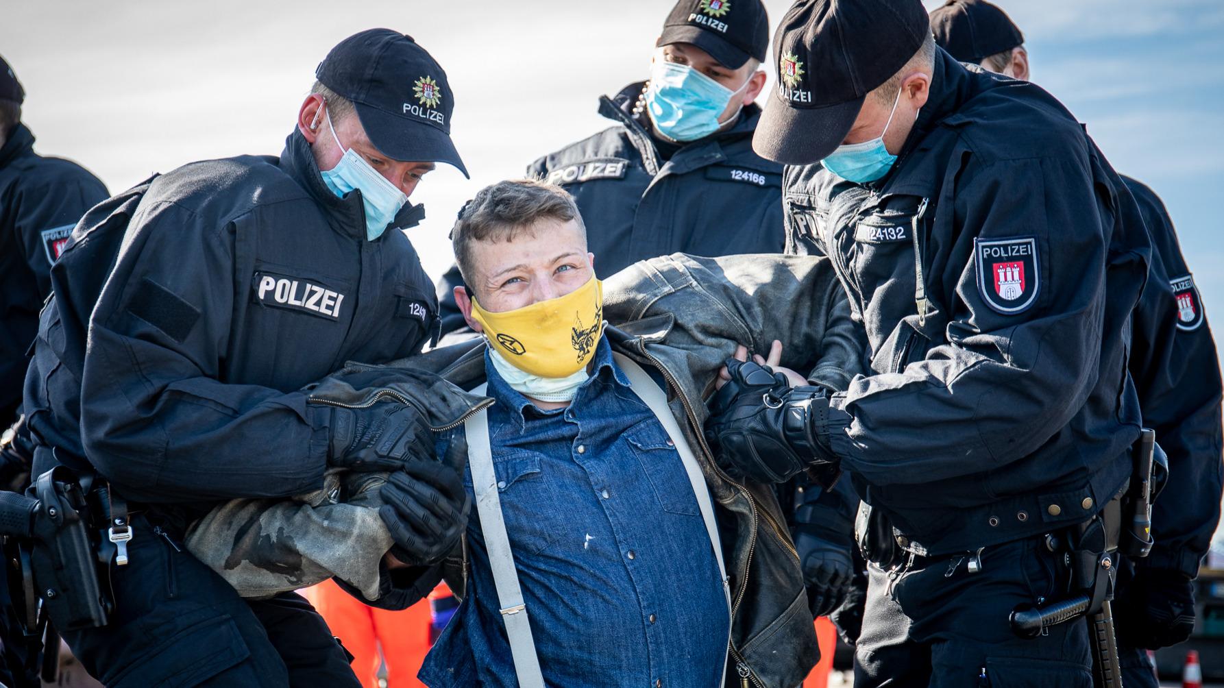 Räumung der Köhlbrandbrücke durch Einsatzkräfte der Hamburger Polizei