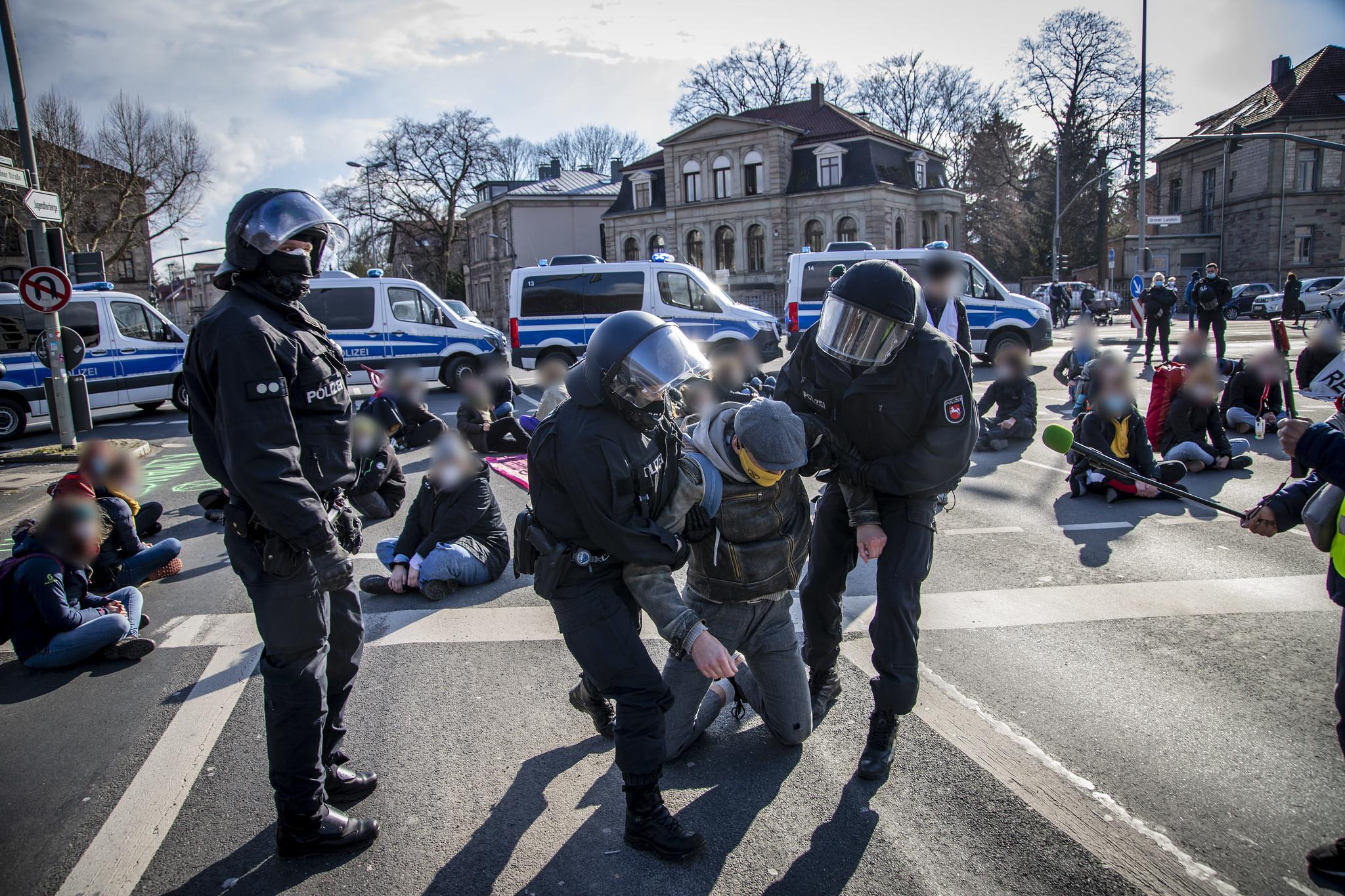 Straßenblockade der Extinction Rebellion Ortsgruppe Göttingen im März 2021.<br>