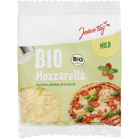 Jeden Tag Bio Mozzarella gerieben