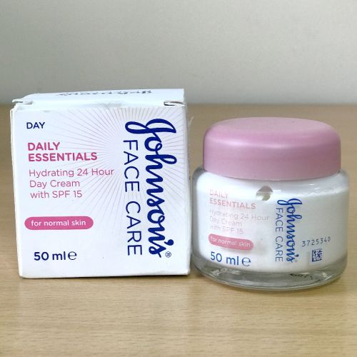 JOHNSON'S® Face Care Daily Essentials Hydrating 24hr Nourishing Day Cream