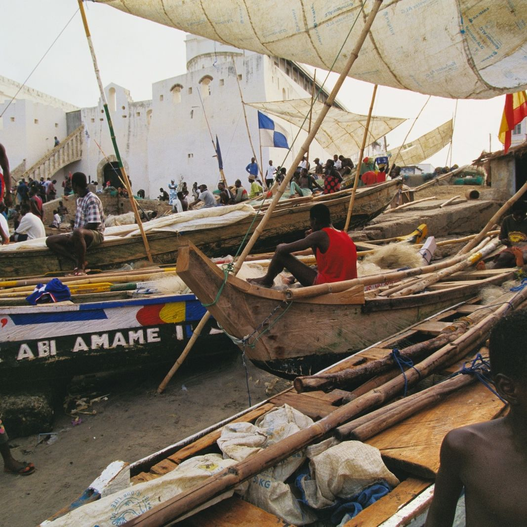 Boats at cape coast castle wfrr4t