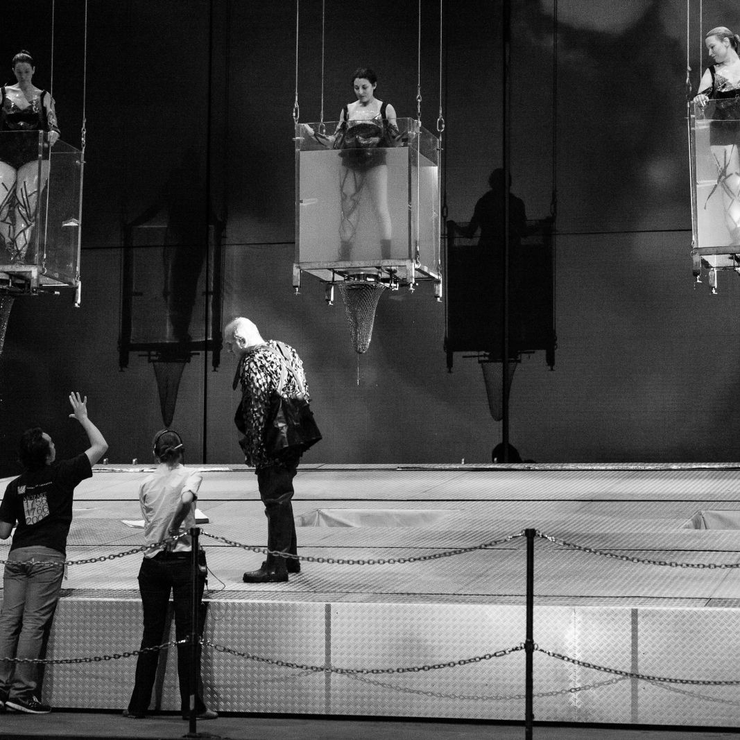 Hgo   das rheingold   maidens in tanks   tech rehearsal   20140328   photographer lynn lane 70  3000x2000  f9n55i