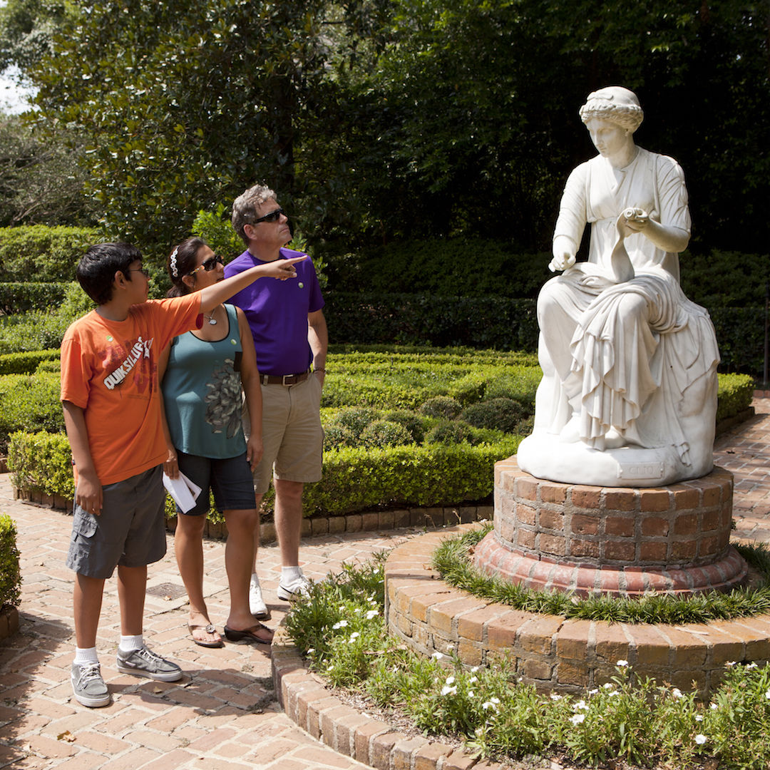 Family at bayou bend ctaxkd